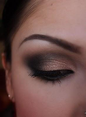 Beauty, make-up, beauty, eyeshadow, gold, black, eyeliner