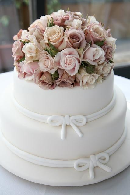 Cakes, white with flowers