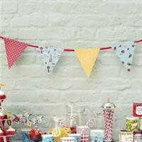 Accessories & Favours. 3 meters of paper bunting with 16 pennants in 8 delightful designs. Decor