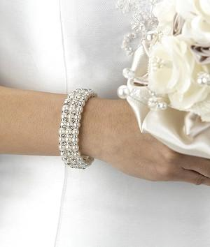 Jewellery, Bracelet made of a series of pearls and rhinestones. Stretchable to fit most brides. Hypo