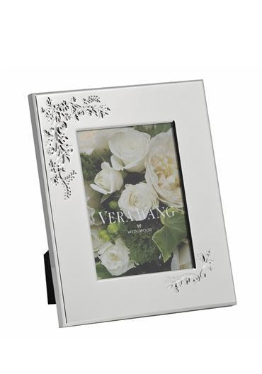 "Photography, Vera Wang For Wedgewood Lace Bouquet ilver Sframe. Fits a 5"" x 7"" photo."
