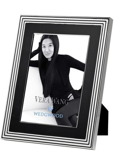 Photography, Vera Wang for Wedgwood With Love Noir Picture Frame. Silver-plated and enamel. 4_ Width