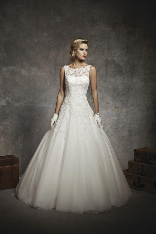 Bridal Dresses, Justin Alexander wedding dress (ref. 8630). Collection inspired by the 1950s and 196