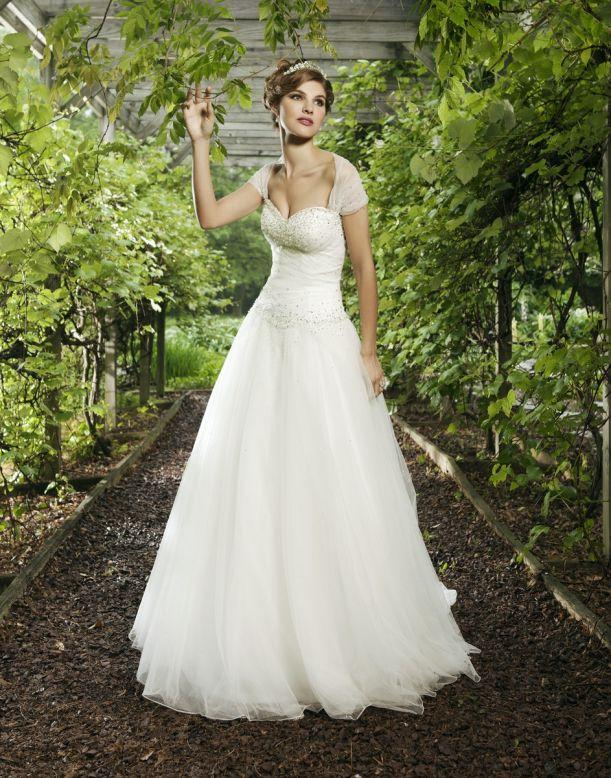 Bridal Dresses, Sincerity Bridal wedding dress (ref. 3621). Sincerity Bridal are well known for thei