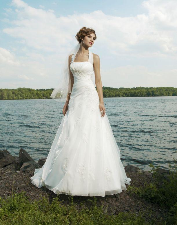Bridal Dresses, Sincerity Bridal wedding dress (ref. 3679). Sincerity Bridal are well known for thei