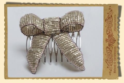 Jewellery, Vintage Style Gold Beaded Bow hair comb.