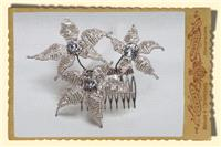 Jewellery. Medium Star Flower Hair comb, in clear/silver with champagne trim and large pearl centres