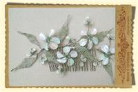 Jewellery. Mother Of Pearl Daisy Hair Comb. Bridal comb with daisy flowers, pretty beaded centres an