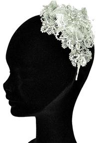 Jewellery. Headband (Ref. RIDTR1438A).  Lace flower details set off with pearls and diamante.
