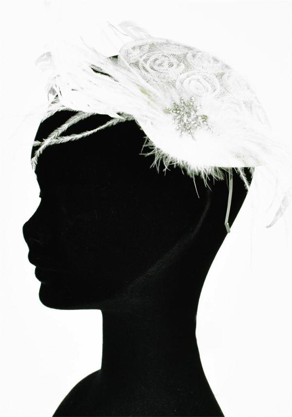 Jewellery, Feather & Brooch Headpiece (Ref. ROJ4737 38258121). Vintage style skull cap on a flexible
