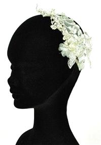 Jewellery. Headband (Ref. RIDTR1482A). Stunning lace detailed headband with intricate gold beading a
