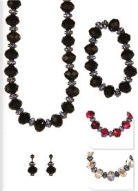 Jewellery. Jewellery set H. Necklace, bracelet and matching earrings. Beautiful set. Available in Re