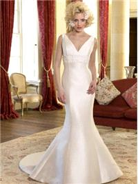 Bridal Dresses. Audrey wedding dress. V neck shape neck line, empire lining under the bust with hand