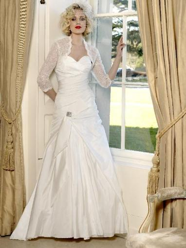 Bridal Dresses, Amy-Lee wedding dress. This dress has a sweet heart neck line with gathers and ruchi