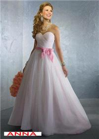 Bridal Dresses. Anna wedding dress. Alteration service available for an additional fee.