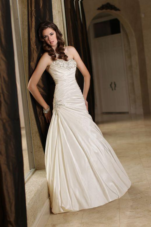 Bridal Dresses, Impression Bridal wedding dress (Ref. 50177A).