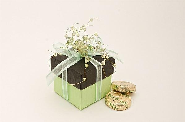 Accessories and Favours, Lime green Jewel favour box (H:50mm, W:50mm, D:50mm) and black silk lid han