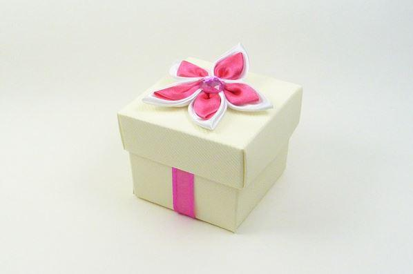 Accessories and Favours, Cerise & White Satin Daisy favour box (H:50mm, W:50mm, D:50mm) topped with