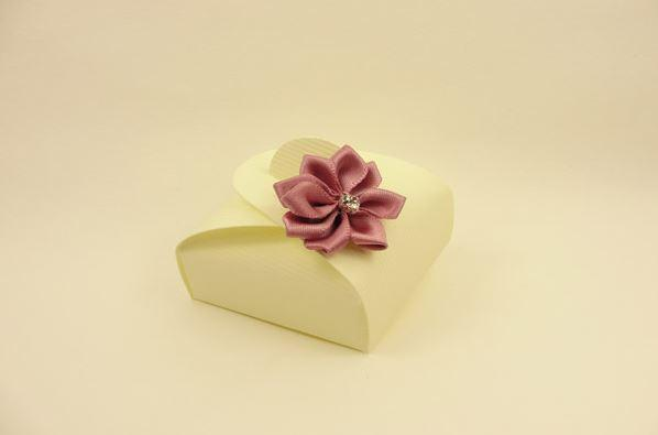 Accessories and Favours, Mauve Dahlia favour box (H:17mm, W:47mm, D:47mm) with a clear diamond centr