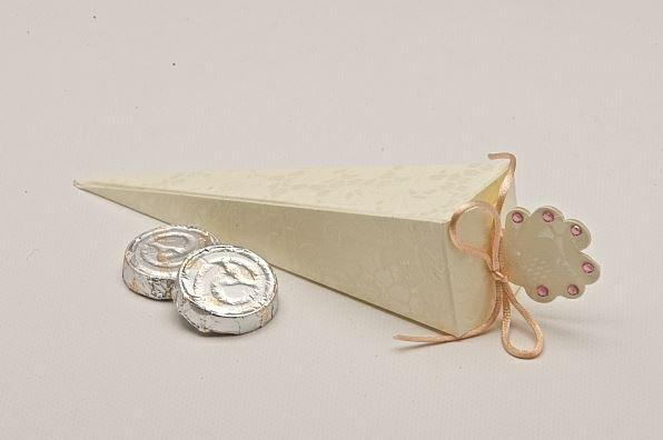 Accessories and Favours, Macrame Cone favour box (H:155mm) tied with peach satin cord and six mini p
