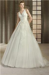 https://www.hectodress.com/white-one/11260-white-one-tarima-white-one-wedding-dresses-2013.html
