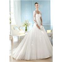 Glamorous Ball Gown Strapless Lace & Tulle Floor Length Wedding Dress With Appliques - Compelling We
