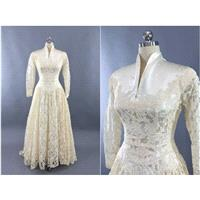Vintage 1950s Wedding Dress / Ivory Lace Wedding Gown / 50s Vintage Wedding / Grace Kelly / Size 4 -