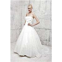Classic Strapless Organza & Tulle A line Empire Waist Sleeveless Wedding Gowns - Compelling Wedding