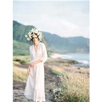 V-Neck Elegant Floor-Length Ivory Aline Summer 3/4 Sleeves Beach Appliques Lace Bridal Dress - dress