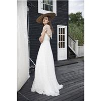 Divine Atelier 2018 Tess Sweet Sweep Train White Aline V-Neck Cap Sleeves Embroidery Silk Beach Brid